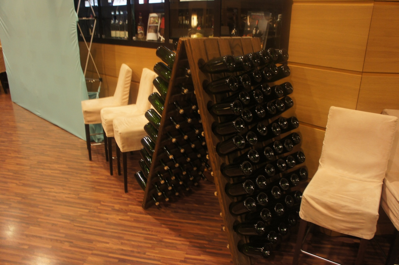 H10 Hotel Wine Stand