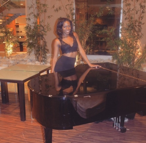 Eni in the Piano room at H10