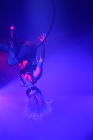 Circus - Katherine blindfold hoop