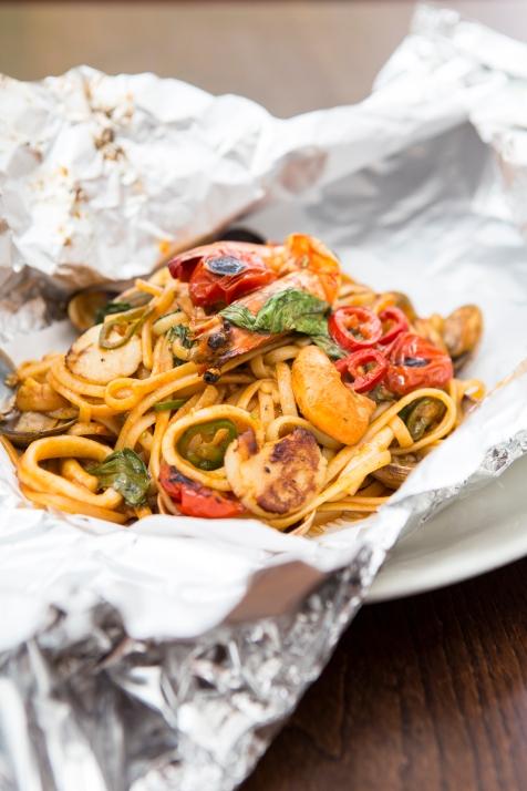 Linguine Cartuccio – Seafood Linguine with king prawns, calamari, mussels, chilli (1)