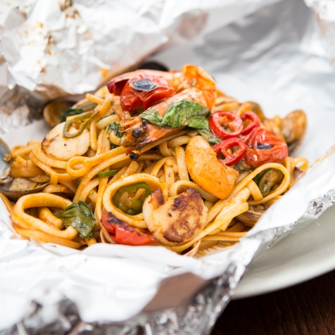 Linguine Cartuccio – Seafood Linguine with king prawns, calamari, mussels, chilli (1)