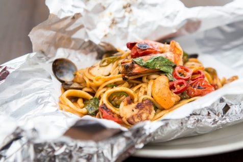 Linguine Cartuccio – Seafood Linguine with king prawns, calamari, mussels, chilli (2)