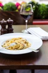 Spaghetti Carbonara egg yolk, pancetta, cream & parmesan cheese sauce £9.5 (3)