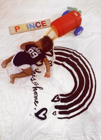 Prince playing Baby Jives 22